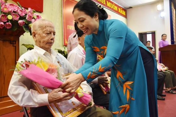 Quận Tân Bình: 259 đảng viên nhận huy hiệu Đảng đợt 19-5 ảnh 2