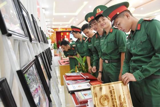 Quân khu 7 triển lãm ảnh kỷ niệm 72 năm ngày Thương binh - Liệt sĩ ảnh 7