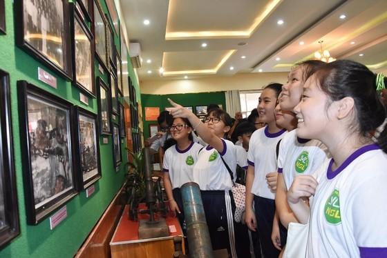 """Triển lãm ảnh """"Lực lượng vũng trang Quân khu 7 – 50 năm thực hiện Di chúc của Chủ tịch Hồ Chí Minh"""" ảnh 3"""