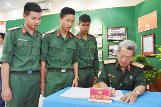 """Triển lãm ảnh """"Lực lượng vũng trang Quân khu 7 – 50 năm thực hiện Di chúc của Chủ tịch Hồ Chí Minh"""" ảnh 7"""