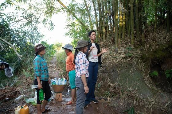 H'Hen Niê muốn hoàn thành dự án nước sạch cho buôn làng, trước khi hết nhiệm kỳ hoa hậu ảnh 1