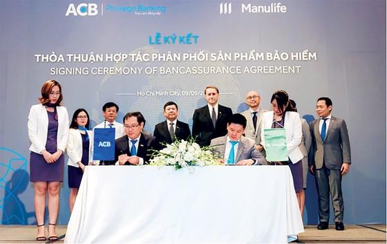 Manulife bán bảo hiểm qua ngân hàng ACB  ảnh 1