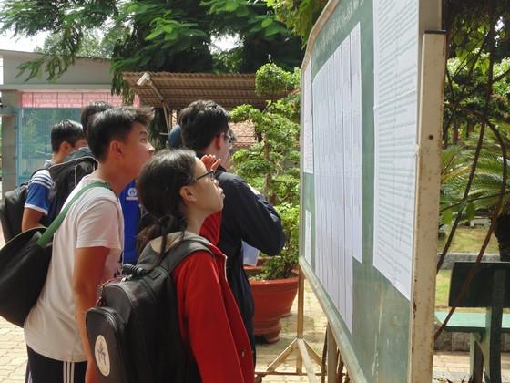 TPHCM: Hơn 78.000 thí sinh làm thủ tục dự thi THPT quốc gia năm 2018 ảnh 4