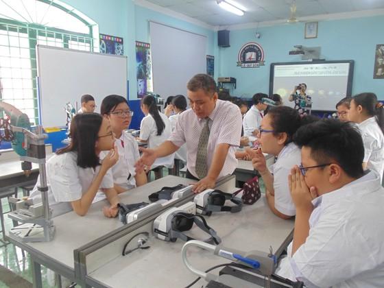 Học sinh trường Lê Quý Đôn hào hứng trải nghiệm cùng tiết học STEAM ảnh 1