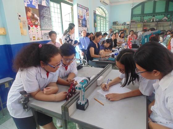 Học sinh trường Lê Quý Đôn hào hứng trải nghiệm cùng tiết học STEAM ảnh 3