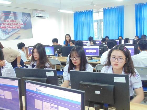 TPHCM lần đầu tiên đưa công nghệ thông tin vào giáo dục hướng nghiệp ảnh 1