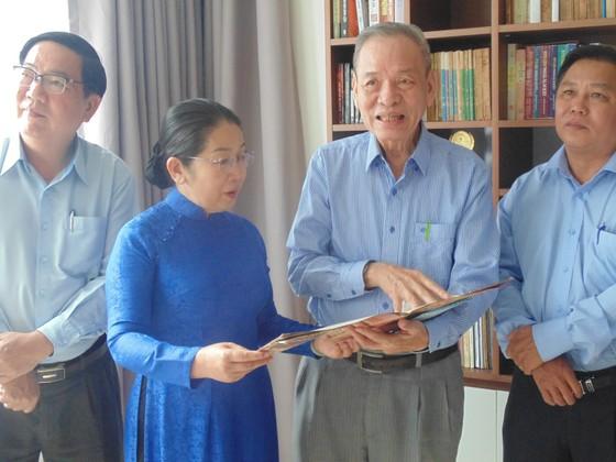 Lãnh đạo TPHCM thăm các nhà giáo tiêu biểu ảnh 1
