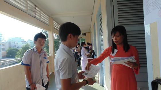 Nghiêm cấm cắt xén chương trình lớp 12 để ôn tập thi tốt nghiệp THPT quốc gia  ảnh 1