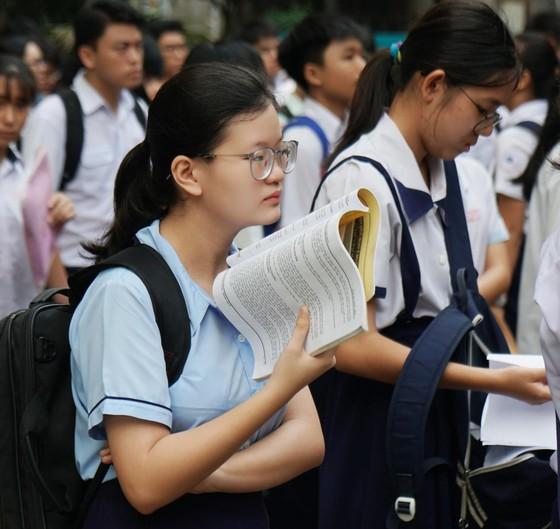 Hơn 80.000 thí sinh TPHCM bước vào môn thi đầu tiên kỳ thi tuyển sinh lớp 10 ảnh 7