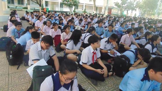Hơn 80.000 thí sinh TPHCM bước vào môn thi đầu tiên kỳ thi tuyển sinh lớp 10 ảnh 1