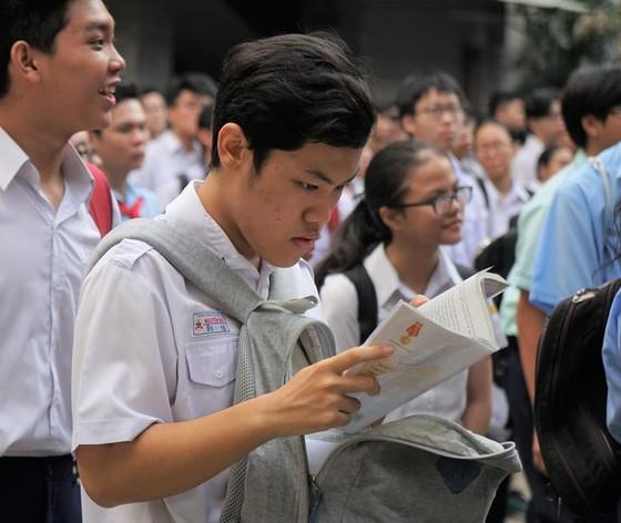 Hơn 80.000 thí sinh TPHCM bước vào môn thi đầu tiên kỳ thi tuyển sinh lớp 10 ảnh 8