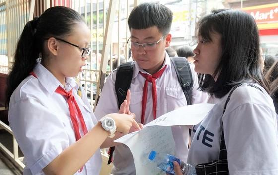 Tuyển sinh lớp 10 ở TPHCM: Đề Toán ''làm khó'' thí sinh ảnh 3