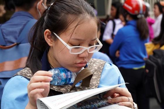 Tuyển sinh lớp 10 ở TPHCM: Đề Toán ''làm khó'' thí sinh ảnh 2