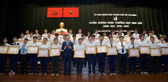 TPHCM tuyên dương, khen thưởng 618 học sinh giỏi tiêu biểu ảnh 1