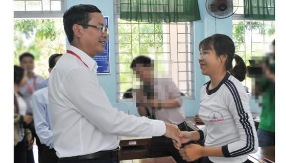 Thứ trưởng Bộ GD-ĐT kiểm tra công tác thi THPT Quốc gia 2019 tại Tiền Giang ảnh 2