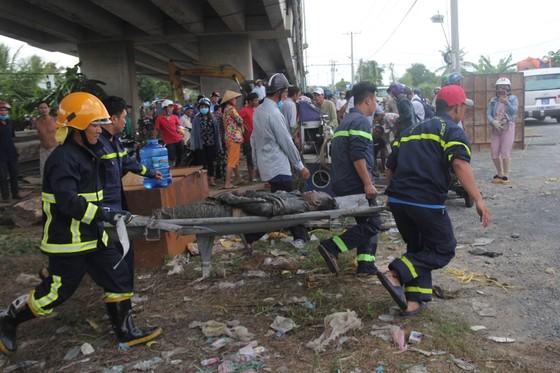 Vụ 2 xe rơi xuống cầu Hàm Luông, thêm 2 nạn nhân tử vong tại bệnh viện ảnh 1