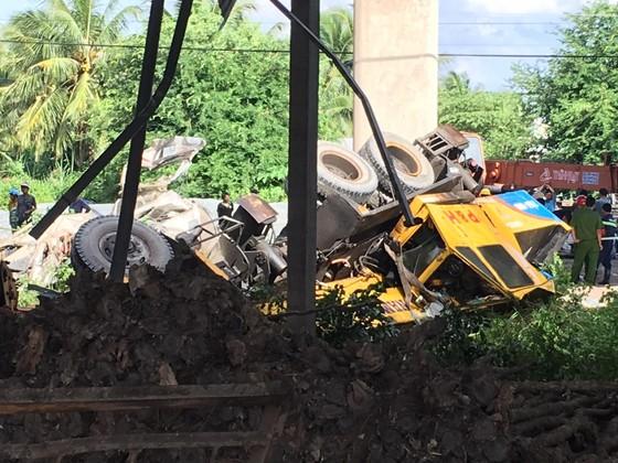 Vụ 2 xe rơi xuống cầu Hàm Luông, thêm 2 nạn nhân tử vong tại bệnh viện ảnh 2