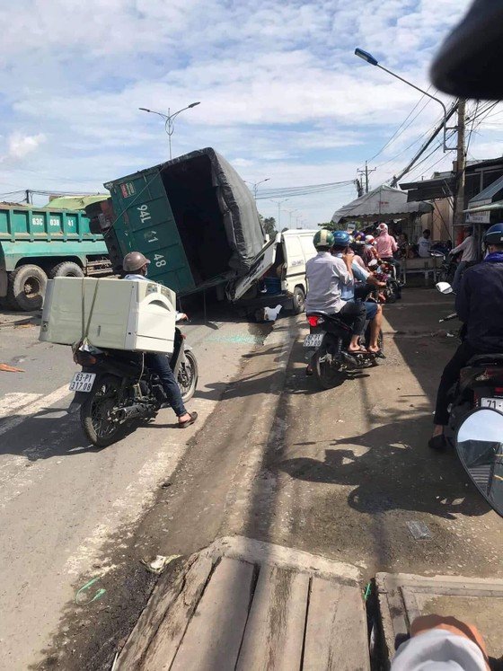 Tai nạn liên hoàn, giao thông tê liệt ảnh 2