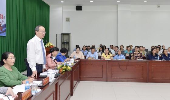 Lãnh đạo TPHCM lắng nghe tâm tư của nữ công nhân vệ sinh ảnh 2