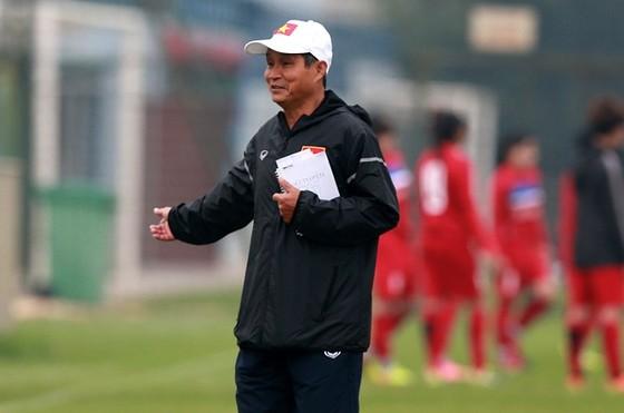 Huấn luyện viên trưởng Mai Đức Chung