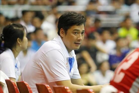 HLV Bùi Huy Sơn không có nhiều lựa chọn mới cho đội hình của mình. Ảnh: Q.THẮNG