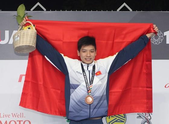 Nguyễn Hữu Kim Sơn thi đấu tốt tại giải nhóm tuổi trẻ Đông Nam Á 2017. Ảnh: LƯỢNG LƯỢNG