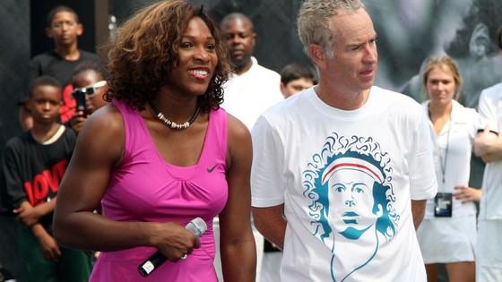 John McEnroe rất thân thiết với Serena Williams trong nhiều sự kiện quần vợt bên lề