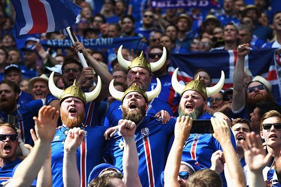 CĐV Iceland luôn rất cuồng nhiệt
