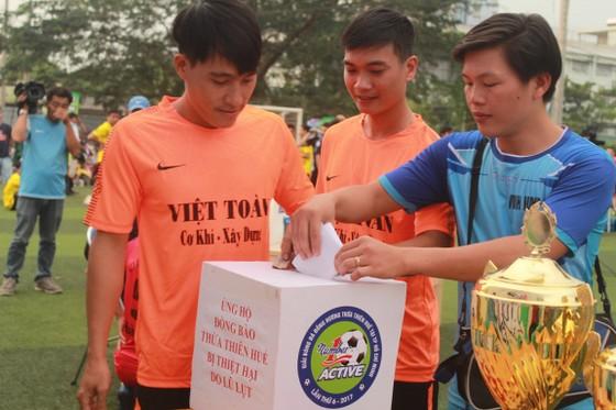Các cầu thủ quyên góp từ thiện cho đồng bào lũ lụt quê nhà