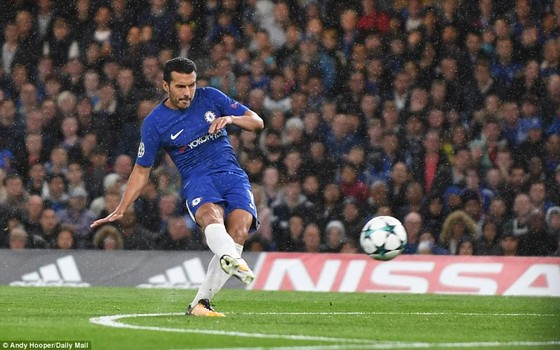 Pedro mở tỷ số sớm cho Chelsea. Ảnh: Getty Images.