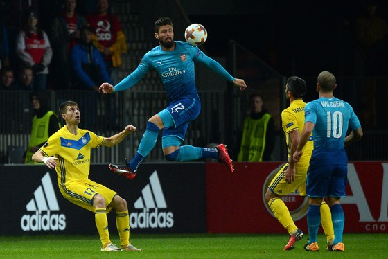 Olivier Giroud (giữa, Arsenal) trong trận gặp BATE Borisov. Ảnh: Getty Images.