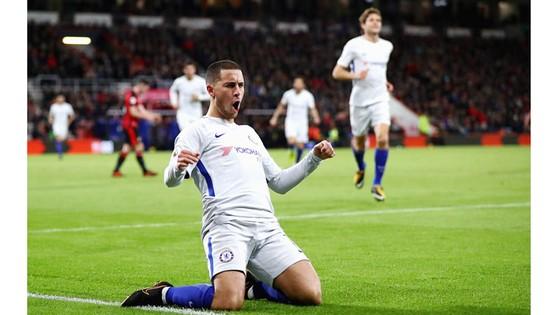Eden Hazard giúp Chelsea trở lại tốp 4