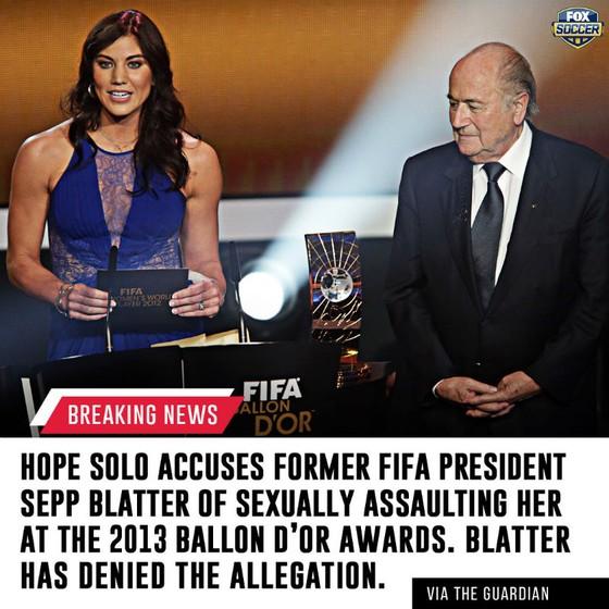 Cựu thủ thành Solo (trái) tố cao Blatter quấy rối tình dục.
