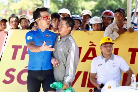 Giải xe đạp quốc tế VTV 2017: Lê Văn Duẩn phản ứng trọng tài