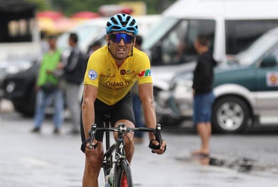 Giải xe đạp quốc tế VTV 2017: Không gặp may, Loic mất áo vàng
