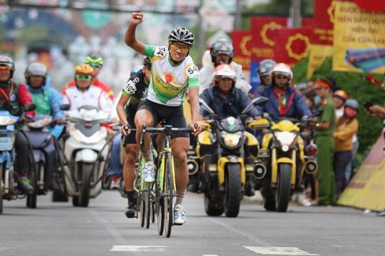 Nguyễn Thành Tâm vui mừng khi về nhất. Ảnh: HOÀNG HÙNG