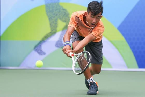 Tay vợt 16 tuổi Nguyễn Văn Phương vươn lên từ khó khăn