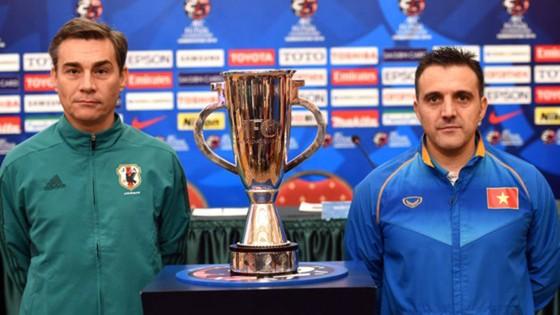HLV Miguel (trái) và Bruno trong lần đối đầu tại Giải vô địch châu Á 2016