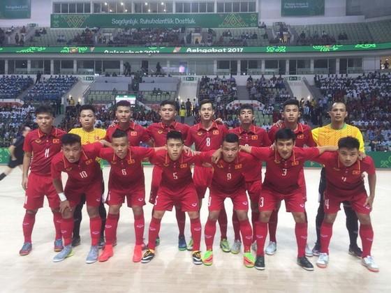 Đội futsal Việt Nam thua trận ra quân ở AIMAG5. (Ảnh: ANH TRẦN)