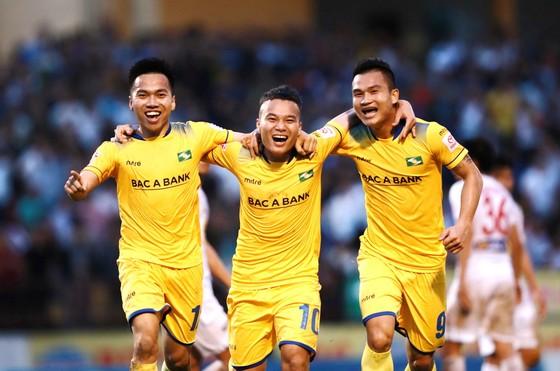 Niềm vui chiến thắng của các cầu thủ SLNA. (Ảnh: MINH HOÀNG)