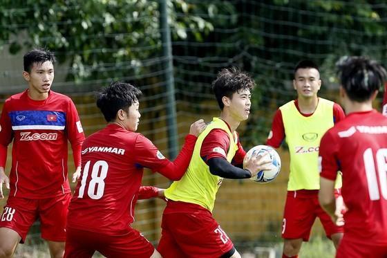 Các tuyển thủ Việt Nam hướng đến chiến thắng vào tối 10-10 tới. (Ảnh: MINH HOÀNG )
