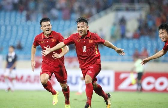 Thanh Trung khởi đầu với bàn thắng đẹp mắt ở đầu trận. Ảnh: MINH HOÀNG