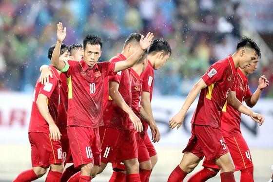 Văn Quyết và các đồng đội trong trận thắng Campuchia 5-0. Ảnh: MINH HOÀNG