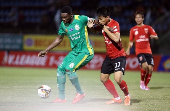 Nsi đang là tay săn bàn hàng đầu của V-League 2017. Ảnh: DƯƠNG THU