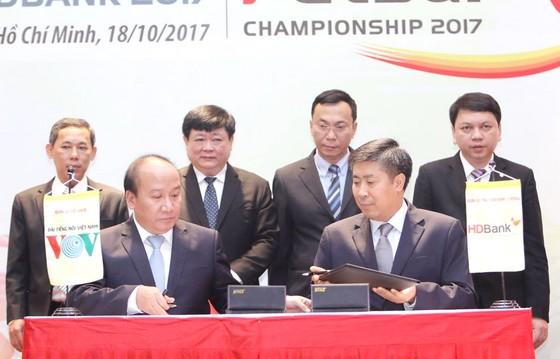 Lãnh đạo VOV, VFF và nhà tài trợ HDBank tại lễ ký hợp đồng tài trợ. Ảnh: HOÀNG HÙNG