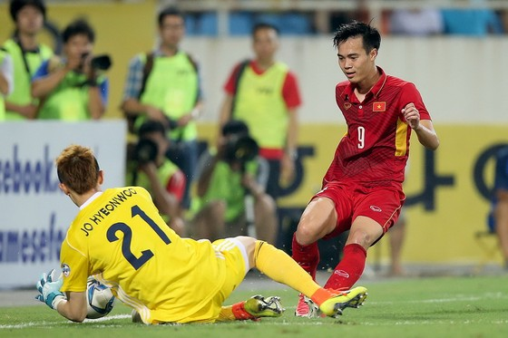 Văn Toàn cùng các đồng đội sẽ sớm gặp Hàn Quốc ở vòng bảng. Ảnh: MINH HOÀNG