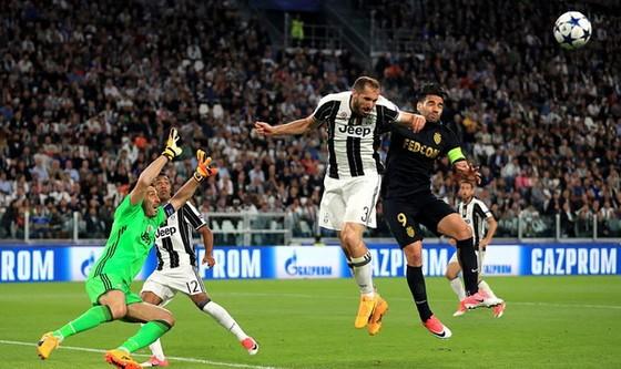 Trận lượt về Champions League 2017: Juventus thắng Monaco 2 - 1