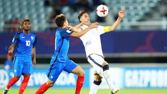 U20 Italia (áo trắng) trong trận thắng U20 Pháp 2 - 1 (vào tối 1-6) để giành quyền vào tứ kết. Ảnh: FIFA