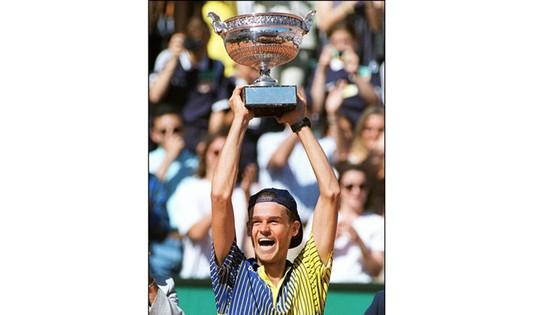 Gustavo Kuerten vô địch Roland Garros 20 năm trước.