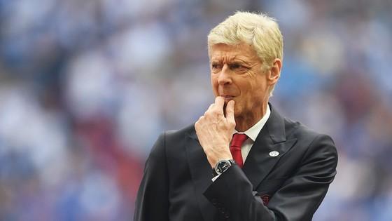 """Wenger có lẽ sẽ không """"chịu chi"""" như truyền thông đang kỳ vọng."""